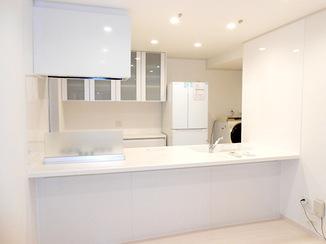 キッチンリフォーム すべて白色で統一したI型対面キッチン