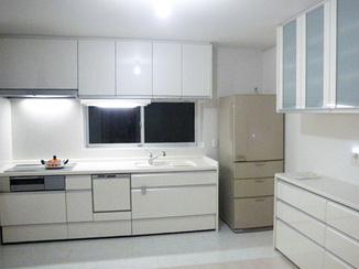 キッチンリフォーム ホワイトで統一したスタイリッシュなキッチン