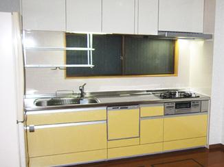 キッチンリフォーム キッチンを移動して、家具の設置スペースを確保