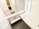 バスルームリフォーム魔法びん浴槽であったかお風呂。目隠しルーバーで通気性も防犯面もアップ